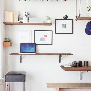 サンフランシスコの小さいエクレクティックスタイルのおしゃれなアトリエ・スタジオ (暖炉なし、造り付け机) の写真