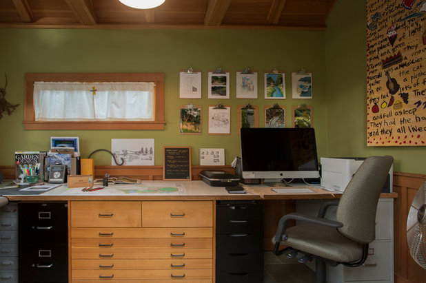 Traditional Home Office & Library by Margot Hartford Photography
