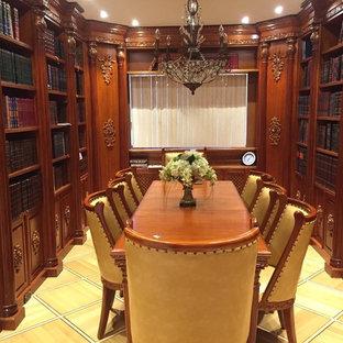 Ispirazione per un grande ufficio american style con pavimento con piastrelle in ceramica e scrivania autoportante