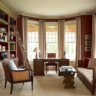サンフランシスコの広いトラディショナルスタイルのおしゃれなホームオフィス・書斎 (ライブラリー、赤い壁、暖炉なし、自立型机) の写真