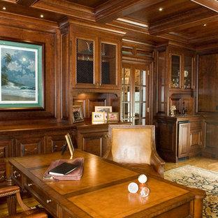 На фото: кабинет в классическом стиле