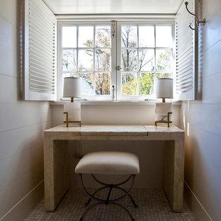 Mittelgroßes Klassisches Arbeitszimmer ohne Kamin mit weißer Wandfarbe, Porzellan-Bodenfliesen, freistehendem Schreibtisch und beigem Boden in Charlotte