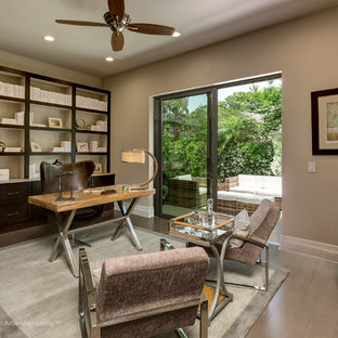 Example of a home office design in Orlando