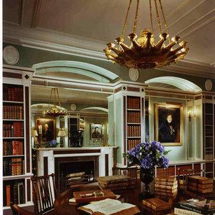 Ispirazione per un ampio studio chic con pareti verdi, parquet scuro, camino classico, cornice del camino piastrellata, libreria e scrivania autoportante