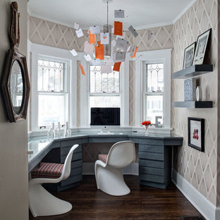 Home office - transitional home office idea in Chicago
