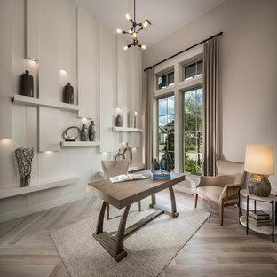 Immagine di un grande ufficio minimal con pareti grigie, pavimento in gres porcellanato, scrivania autoportante e pavimento beige