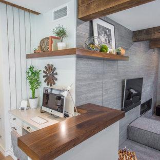 ボイシの中くらいのモダンスタイルのおしゃれなホームオフィス・書斎 (横長型暖炉、タイルの暖炉まわり) の写真