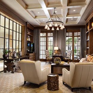 他の地域の巨大なトラディショナルスタイルのおしゃれな書斎 (茶色い壁、カーペット敷き、暖炉なし、自立型机、ベージュの床) の写真
