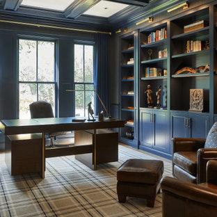 На фото: кабинет среднего размера в стиле кантри с библиотекой, синими стенами, светлым паркетным полом, отдельно стоящим рабочим столом, бежевым полом, кессонным потолком и обоями на стенах с