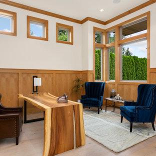シアトルのコンテンポラリースタイルのおしゃれなホームオフィス・書斎 (白い壁、無垢フローリング、自立型机、茶色い床、羽目板の壁) の写真