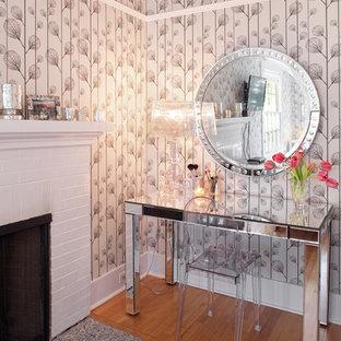 ポートランドのコンテンポラリースタイルのおしゃれなホームオフィス・仕事部屋 (レンガの暖炉まわり) の写真