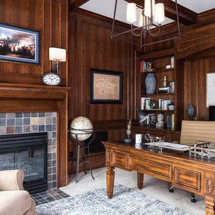 Inspiration pour un bureau traditionnel de taille moyenne avec moquette, une cheminée standard, un manteau de cheminée en pierre, un bureau indépendant et un sol blanc.
