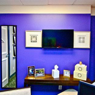 オレンジカウンティの中くらいのコンテンポラリースタイルのおしゃれなホームオフィス・書斎の写真