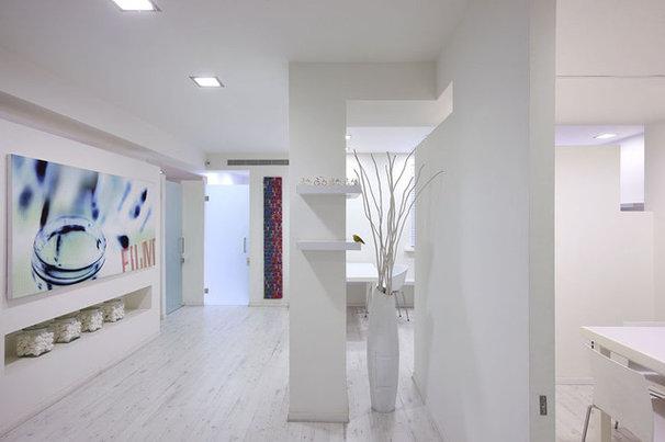 Modern Home Office by Dana Cohen-Vishkin