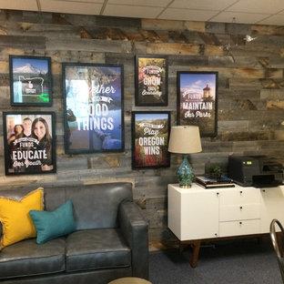 ポートランドの中サイズのラスティックスタイルのおしゃれなホームオフィス・仕事部屋 (ベージュの壁、カーペット敷き、青い床) の写真