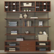 Modern Home Office by freedomRail
