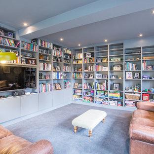 Foto di uno studio design di medie dimensioni con pareti grigie, moquette e pavimento grigio