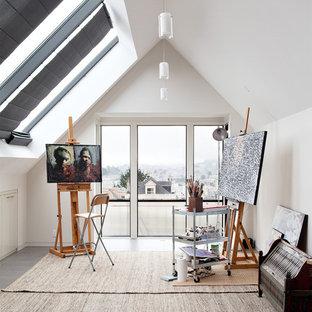 Idées déco pour un bureau contemporain de type studio avec un mur blanc et un sol gris.