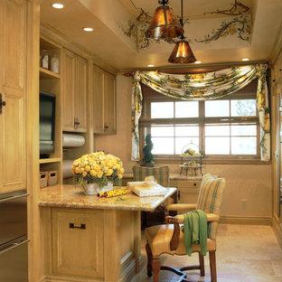 ロサンゼルスの地中海スタイルのおしゃれなホームオフィス・書斎 (黄色い床) の写真