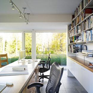 ブリッジポートの大きいコンテンポラリースタイルのおしゃれなホームオフィス・書斎 (白い壁、セラミックタイルの床、暖炉なし、造り付け机) の写真