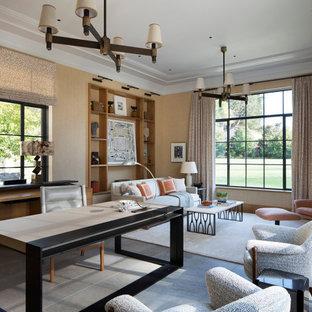 Идея дизайна: большое рабочее место в стиле современная классика с коричневыми стенами, полом из сланца, отдельно стоящим рабочим столом и серым полом