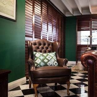 サンシャインコーストの大きいトラディショナルスタイルのおしゃれなホームオフィス・書斎 (緑の壁、大理石の床) の写真