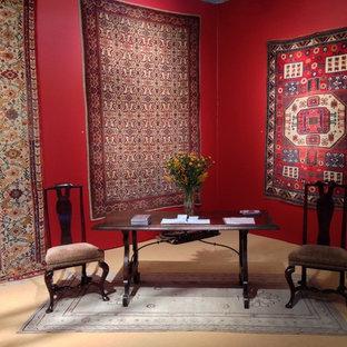 Esempio di un grande ufficio mediterraneo con pareti rosse, moquette, nessun camino e scrivania autoportante
