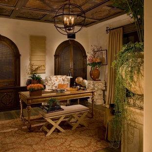 オレンジカウンティの地中海スタイルのおしゃれなホームオフィス・書斎の写真