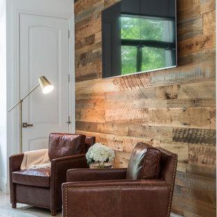 マイアミの中サイズのインダストリアルスタイルのおしゃれなホームオフィス・書斎 (ライブラリー、白い壁、大理石の床、暖炉なし、自立型机、ベージュの床) の写真