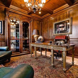 Aménagement d'un bureau classique avec un sol en travertin et un bureau indépendant.