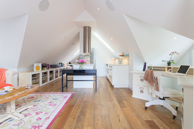 Houzz tour a light filled studio apartment in a garage for Garage studio apartment