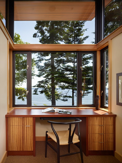 Modern Home Office & Library by FINNE Architects