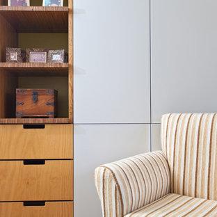 ブリスベンのトロピカルスタイルのおしゃれなホームオフィス・書斎の写真