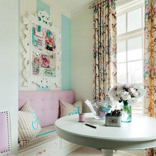 Immagine di una stanza da lavoro shabby-chic style di medie dimensioni con pareti bianche, pavimento in gres porcellanato, nessun camino e scrivania incassata