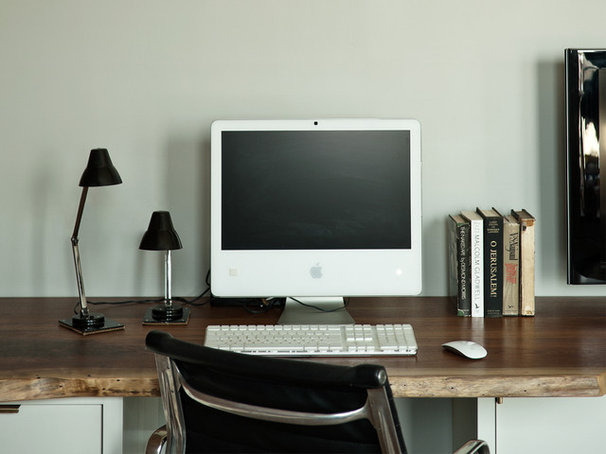 Modern Home Office by WORKSTEAD