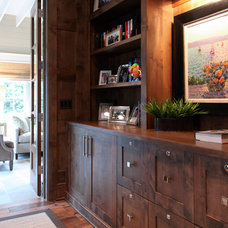 Traditional Home Office by Dwellings