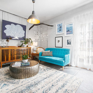 Esempio di un atelier boho chic di medie dimensioni con pareti bianche, pavimento in cemento e pavimento nero
