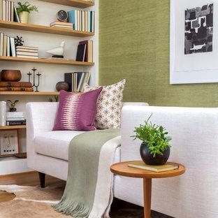 ワシントンD.C.の小さいミッドセンチュリースタイルのおしゃれなホームオフィス・仕事部屋 (ライブラリー、緑の壁、濃色無垢フローリング、暖炉なし、茶色い床) の写真