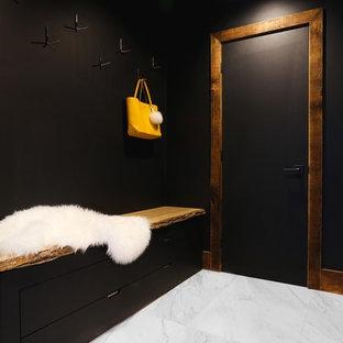 Идея дизайна: большая домашняя мастерская в современном стиле с черными стенами, мраморным полом, отдельно стоящим рабочим столом и белым полом без камина