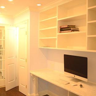 ニューヨークの中くらいのトランジショナルスタイルのおしゃれな書斎 (青い壁、濃色無垢フローリング、暖炉なし、造り付け机) の写真