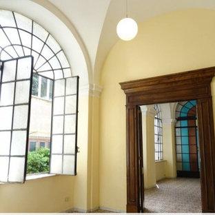 Esempio di un ampio ufficio classico con pareti multicolore, pavimento con piastrelle in ceramica e pavimento multicolore