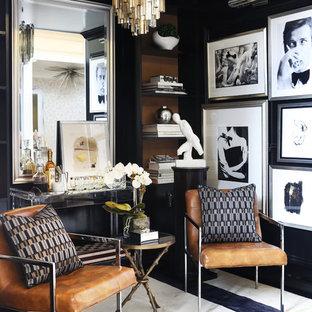ニューヨークの広いトランジショナルスタイルのおしゃれな書斎 (黒い壁、カーペット敷き、暖炉なし、自立型机) の写真