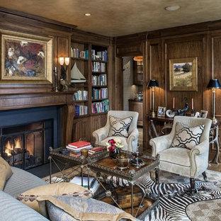 Неиссякаемый источник вдохновения для домашнего уюта: большое рабочее место в классическом стиле с коричневыми стенами, темным паркетным полом, стандартным камином, фасадом камина из бетона и коричневым полом