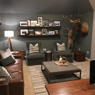 Inspiration för ett mellanstort rustikt hemmabibliotek, med grå väggar, heltäckningsmatta, en hängande öppen spis, ett fristående skrivbord och beiget golv