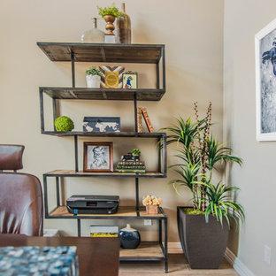 Ispirazione per un ufficio minimalista di medie dimensioni con pareti grigie, pavimento con piastrelle in ceramica, nessun camino, scrivania autoportante e pavimento marrone