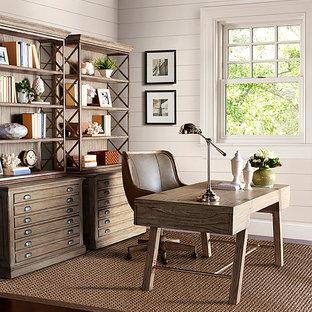 Réalisation d'un bureau chalet avec un mur beige, un sol en linoléum et aucune cheminée.