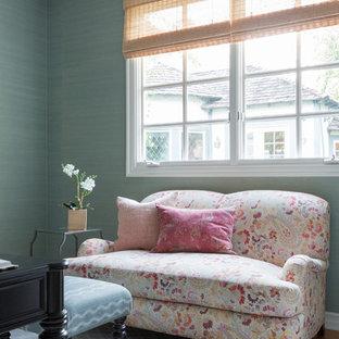 ロサンゼルスの中くらいのトランジショナルスタイルのおしゃれな書斎 (青い壁、淡色無垢フローリング、暖炉なし、自立型机、青い床) の写真