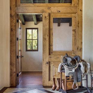 サンタバーバラの小さいサンタフェスタイルのおしゃれなホームオフィス・書斎 (ベージュの壁、セラミックタイルの床) の写真