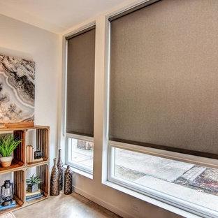Idée de décoration pour un bureau nordique de taille moyenne et de type studio avec un mur gris, béton au sol, aucune cheminée, un bureau indépendant et un sol gris.