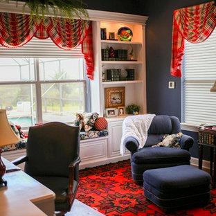 ジャクソンビルの中サイズのトラディショナルスタイルのおしゃれな書斎 (青い壁、大理石の床、造り付け机) の写真